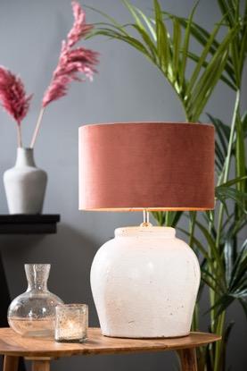 Maak je interieur compleet met een roze lampenkap!
